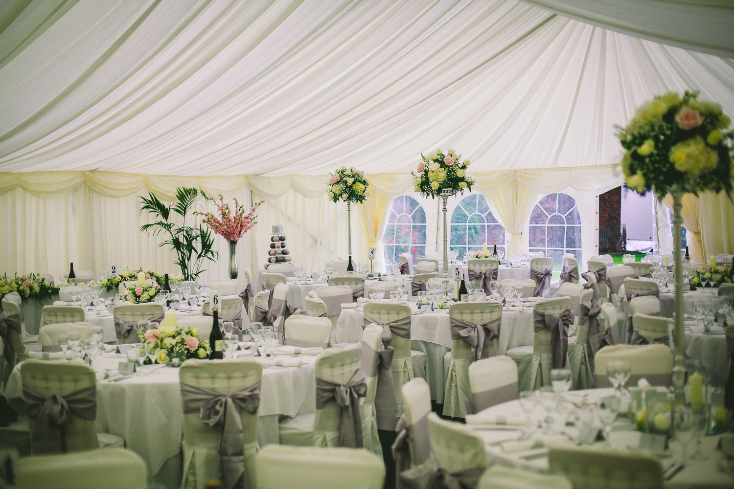 HOLLYWOOD INSPIRED LANCASHIRE WEDDING: WREA GREEN