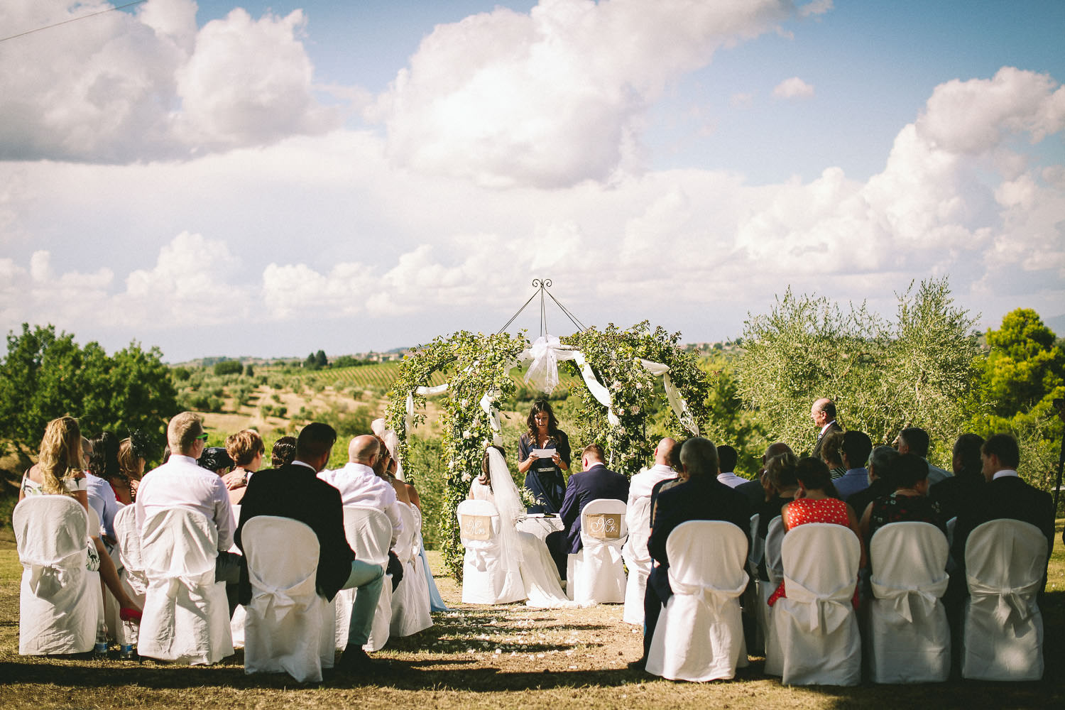 out door Wedding ceremony photography Fattoria la Loggia Tuscany