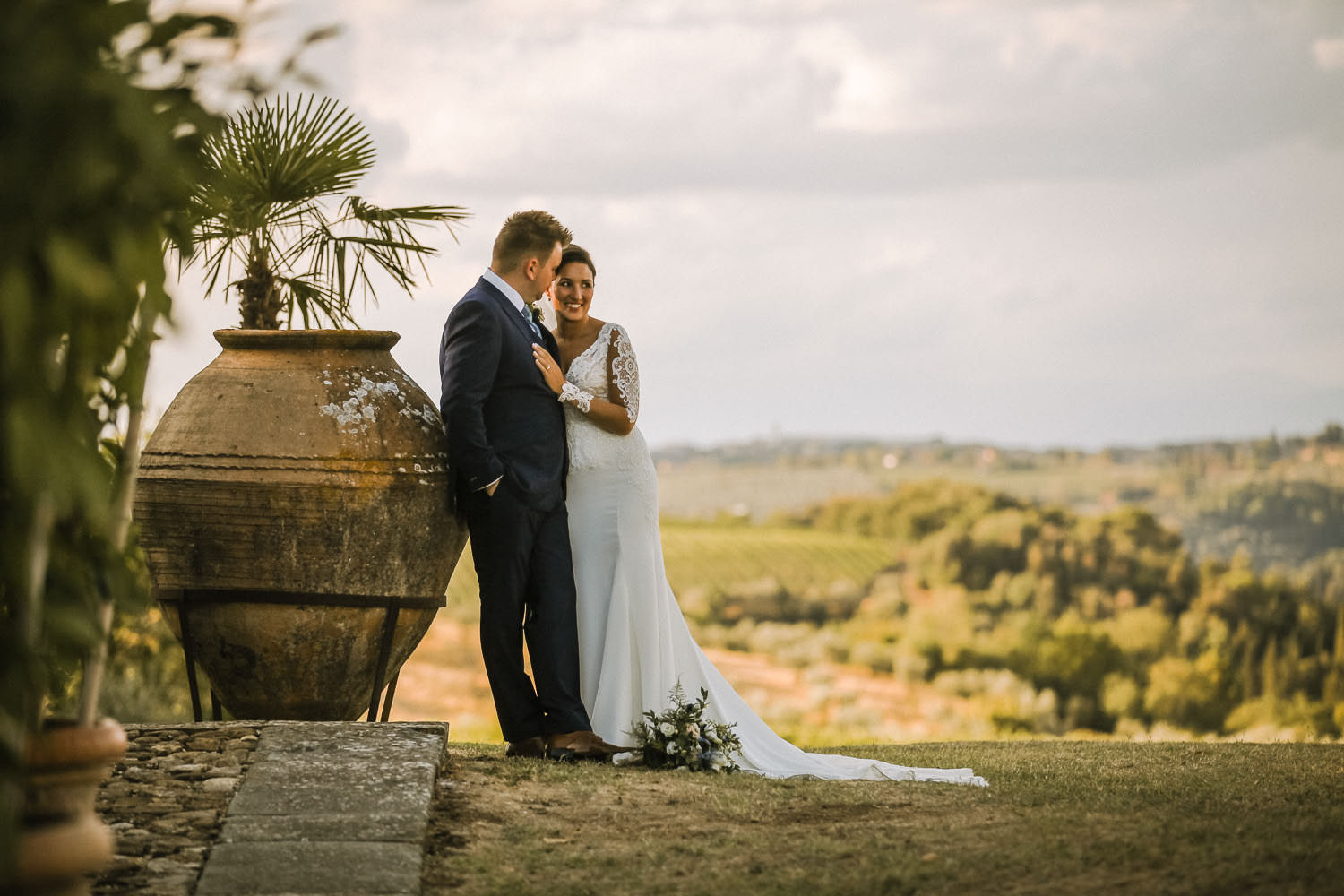 Bride and Groom in Tuscany hills