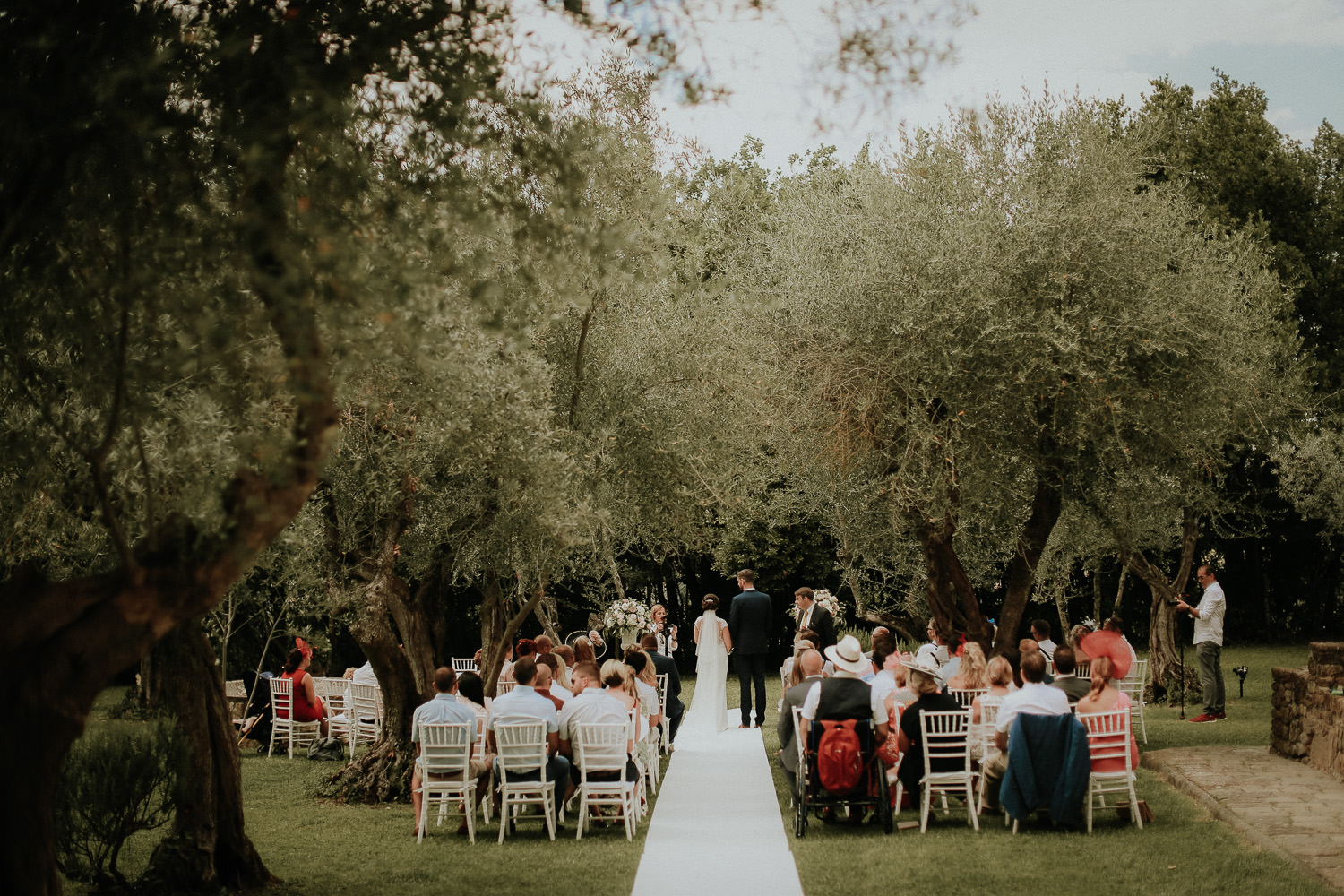 wedding reception in olive garden Castello di bibbione wedding photography Tuscany