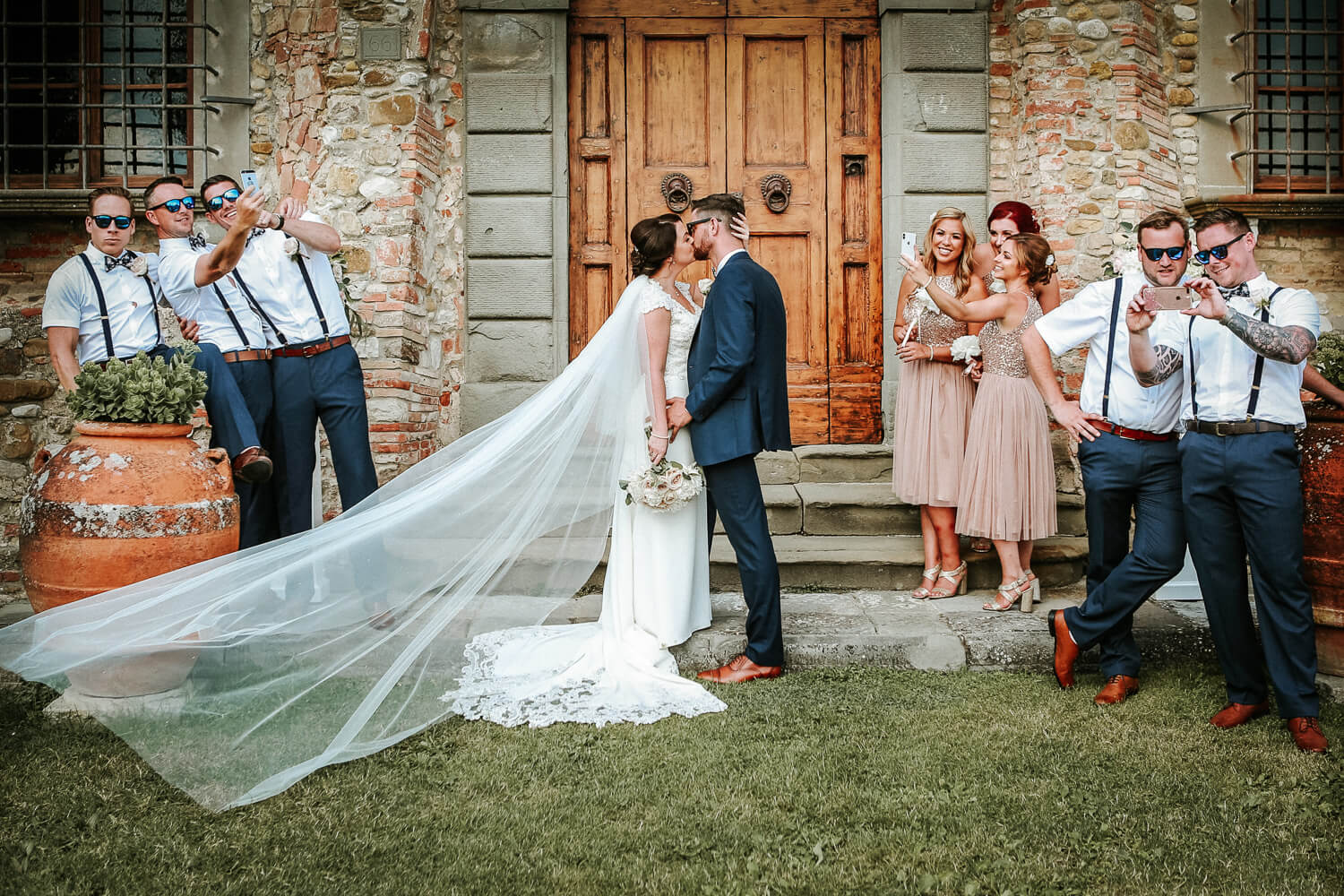 Bridal party group photography castello di bibbione wedding in tuscany