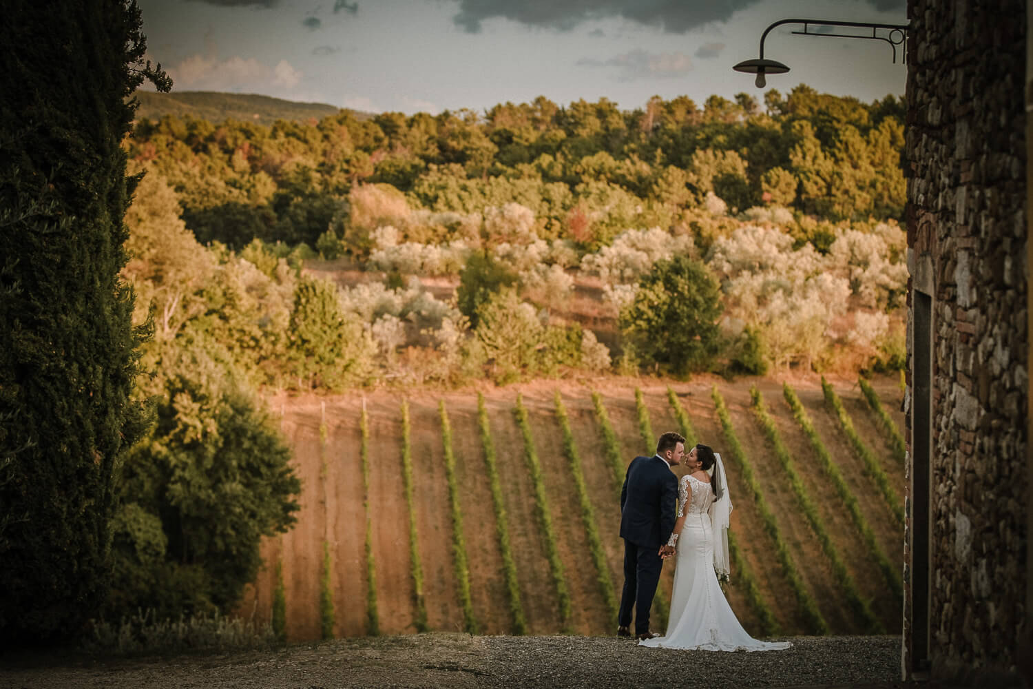 Beautiful wedding picture, bride and groom in Chianti hills. Tuscany wedding photographer